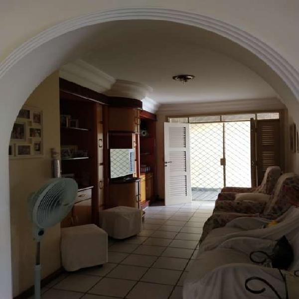 Casa para venda 202 m², 3/4 (2 suítes), 2 vagas; Vila