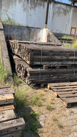 Cruzetas de Madeira de Lei, PVC e Ferro Galvanizado