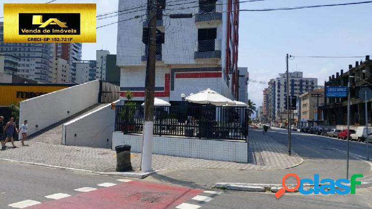 APARTAMENTO A VENDA EM EDIFÍCO FRENTE PRAIA