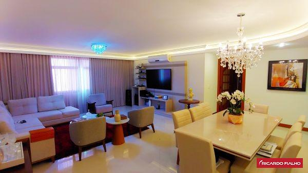 Apartamento 4 quartos sendo 2 suítes na Praia da Costa.