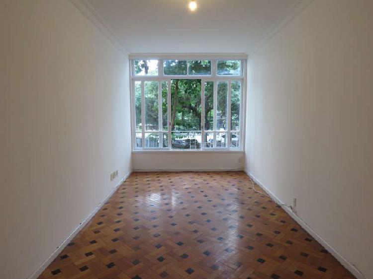 Apartamento para aluguel. Com 90 metros quadrados e 2