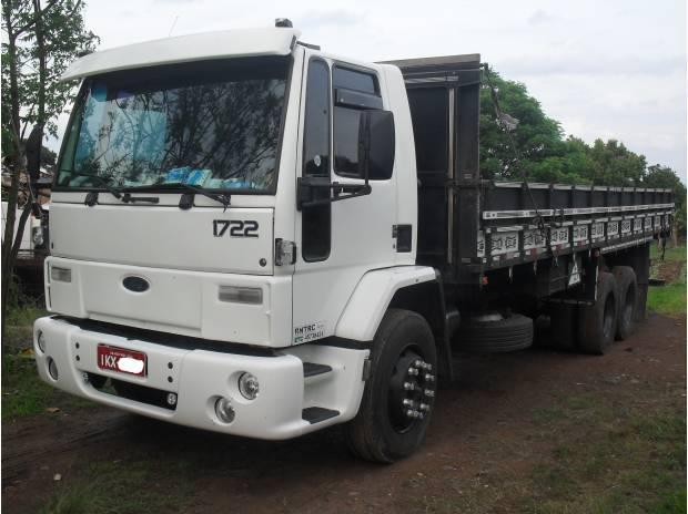 Caminhão Ford Cargo 1722 ano 2003.