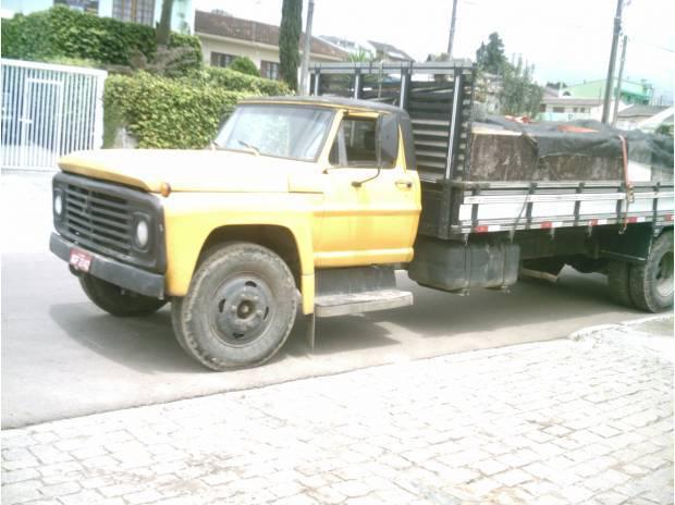 Caminhão Ford modelo 7000