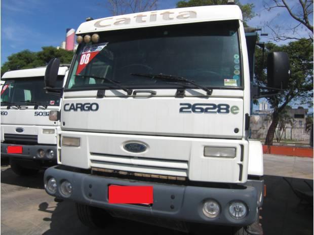 Ford cargo 2628 ano 2008 6x4 bom de pneus