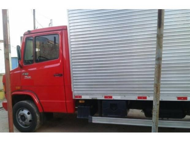 Mercedes Benz/ MB 710 plus ano 2011 no baú