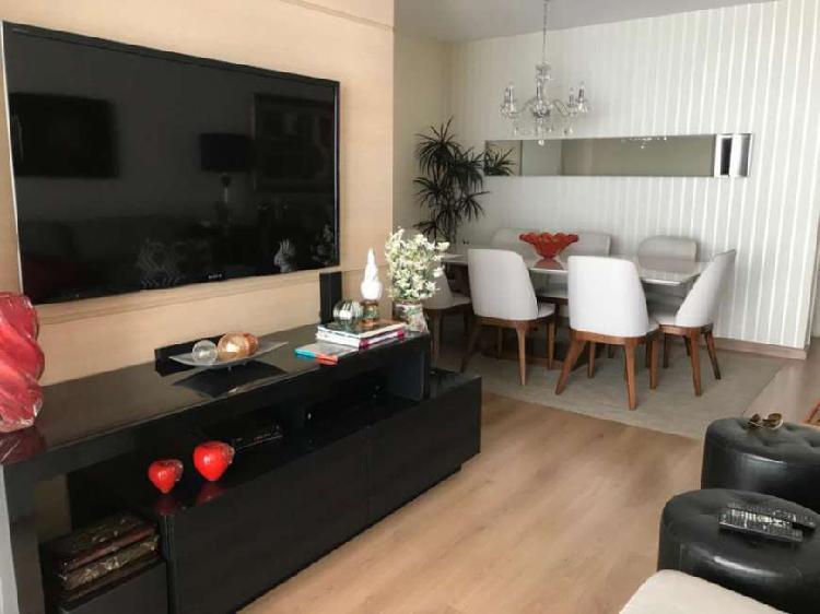 Tenho apartamento na Praia do Canto 03 quartos, suite,