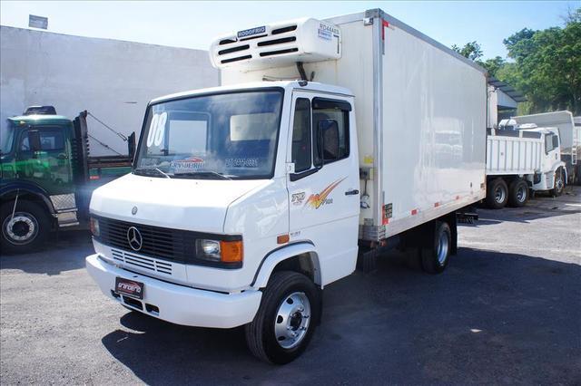 Caminhão mb 710 ano 2008 direção freio ar impecável