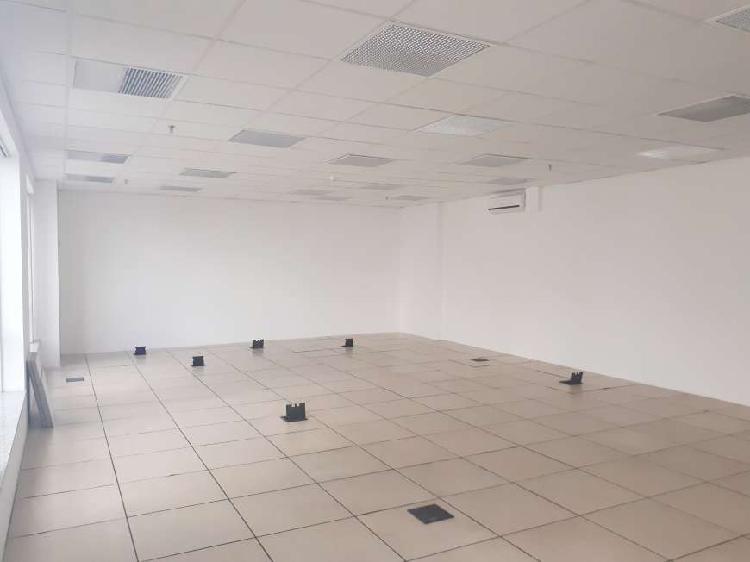 Aluguel - Sala comercial com 2 banheiros, 3 vagas de garagem