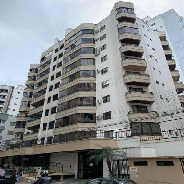 Apartamento com 02 dormitórios localização central de