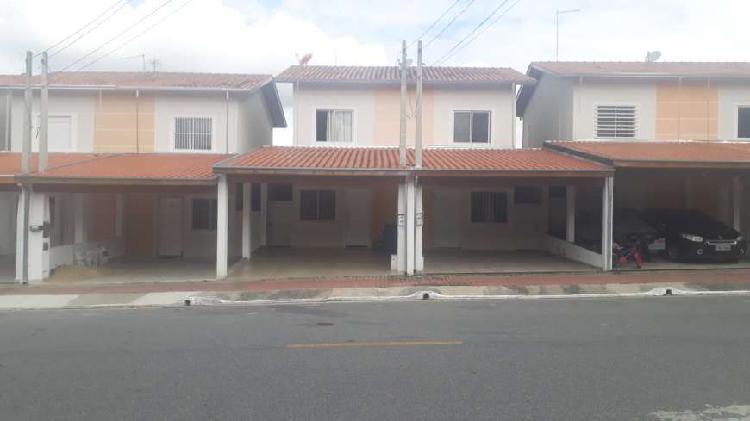 Casa para aluguel possui 58 metros quadrados com 2 quartos
