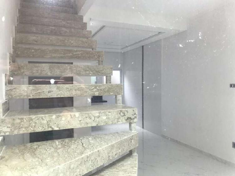 R$ 210.000 Casa de 2 dormitórios com acabamento de alto