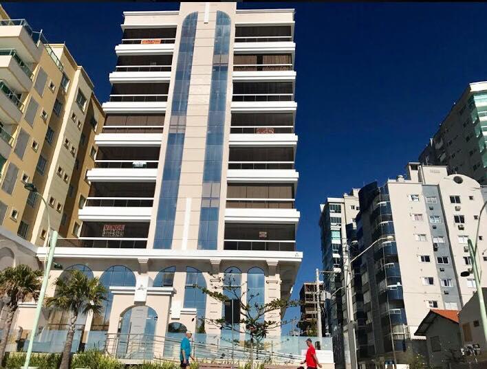 Apartamento com 4 suítes e 3 vagas frente mar