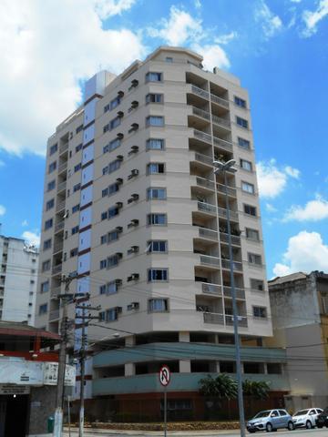 Apartamento nascente de 02 quartos no Centro em frente à