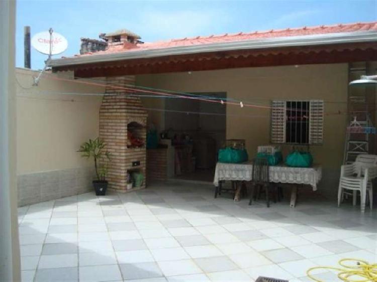 Casa geminada de 2 dormitórios, 1 suite, edícula na Praia