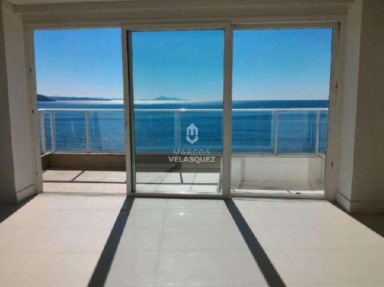 Encantadora vista Panorâmica frente mar