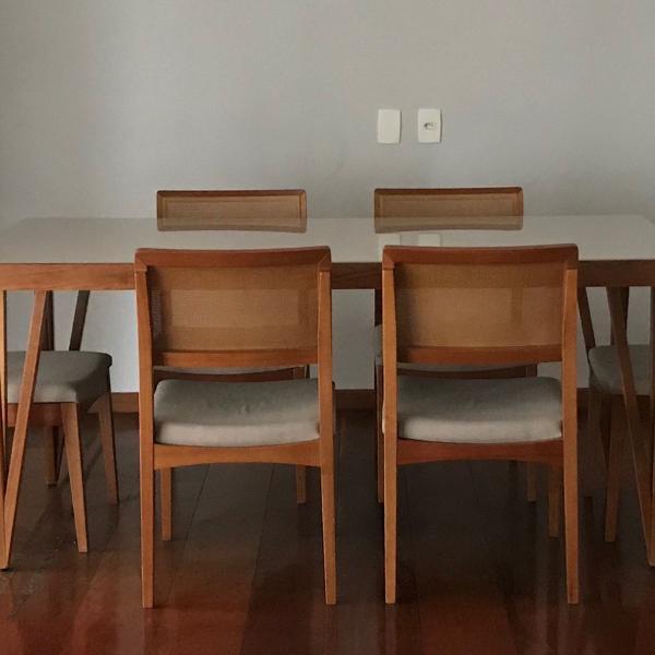 linda mesa de jantar com madeira e laca com vidro com 6