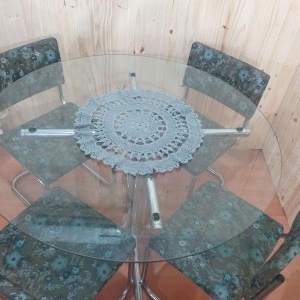 messa de vidro com 4 cadeiras