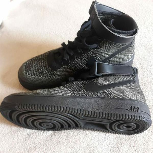Tênis Nike Air Force 1 Mid Flyknit usado uma única vez