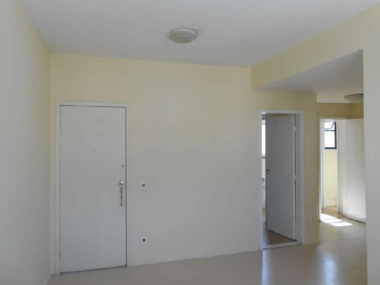 Apartamento para aluguel possui 90 metros quadrados com 2