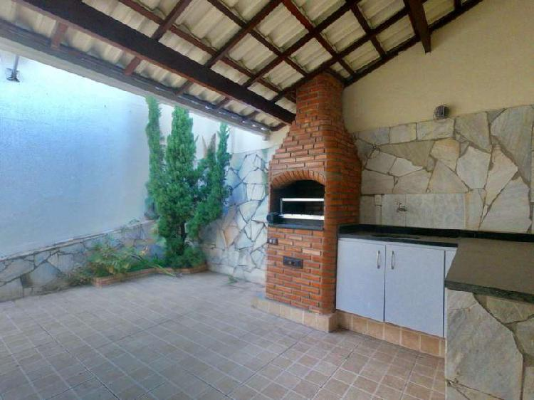 Casa com 3 Quartos à Venda, 130 m² por R$ 520.000.