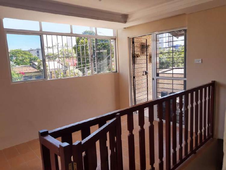 Casa para aluguel possui 120 metros quadrados com 3 quartos