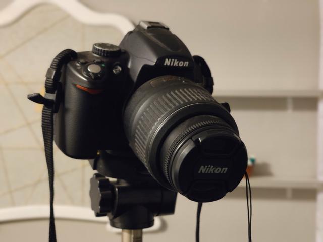 Nikon D5000 + Tripé + Cartão de memória IMPECÁVEL!