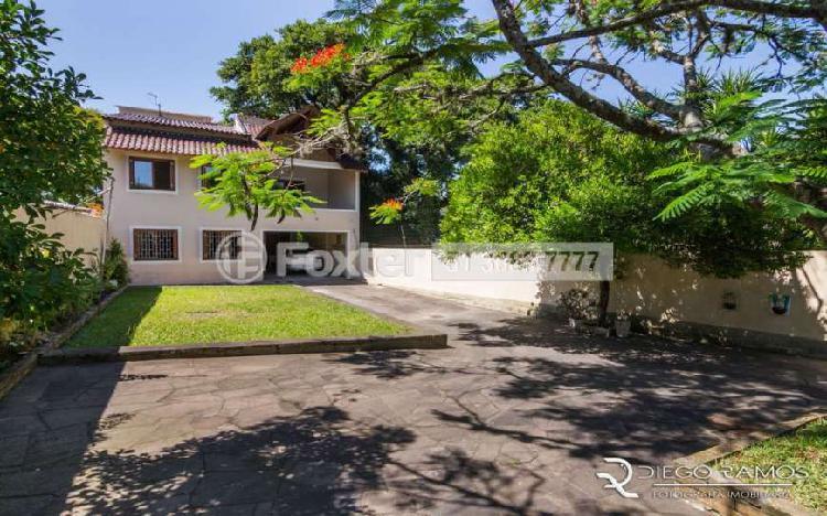 Vendo ótima casa 3 dormitórios suíte 3 vagas com 200m²