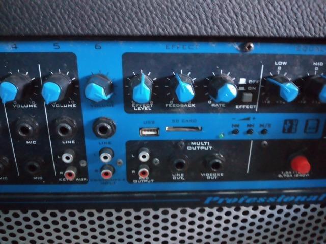 Caixa de som amplificada
