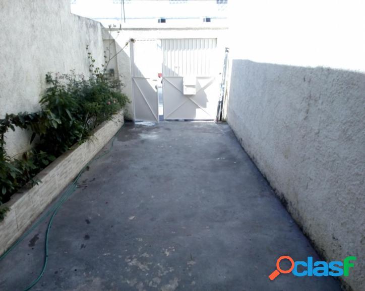 Excelente Casa 2 Quartos, Garagem e Terraço- Quintino.