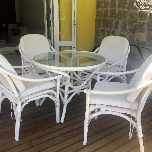 mesa de varanda com 4 cadeiras