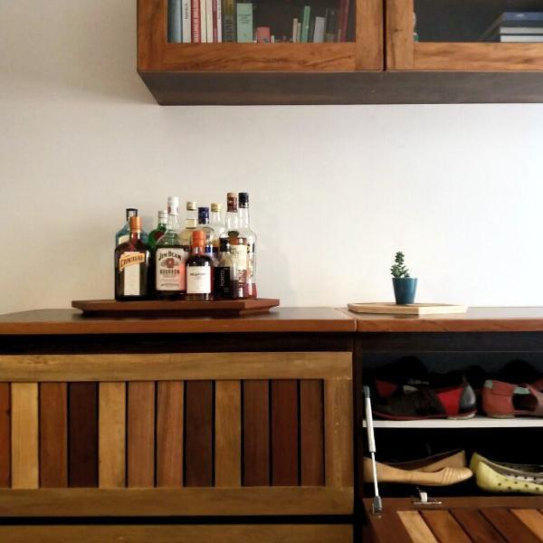 sapateira / aparador / buffet / armário em madeira de
