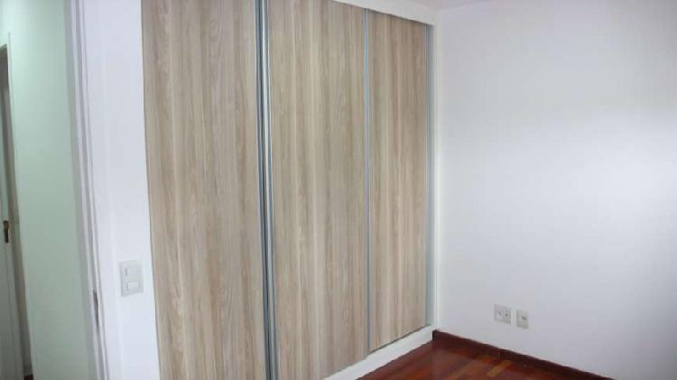 Apartamento para aluguel possui 80 metros quadrados com 3