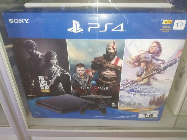 Playstation 4 Slim novo