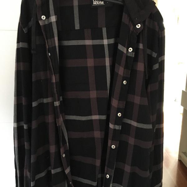 jaqueta xadrez preta com capuz removível