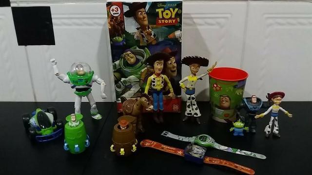 Kit com 14 brinquedos originais (tudo por 100 reais)