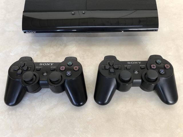 PlayStation 3 Super Slim 500GB + 2 controles Originais!