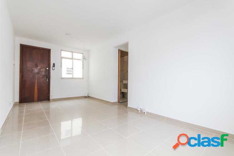 Ótimo Apartamento reformado 2 quartos, vaga -
