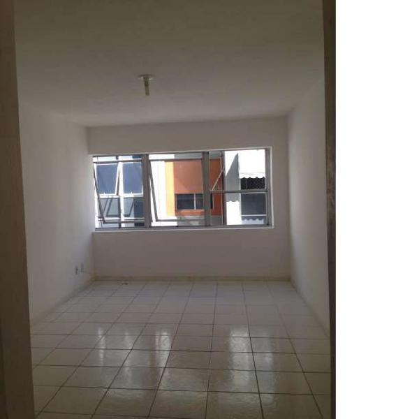 Apartamento 2/4 revertido, amplo e bem arejado, boa
