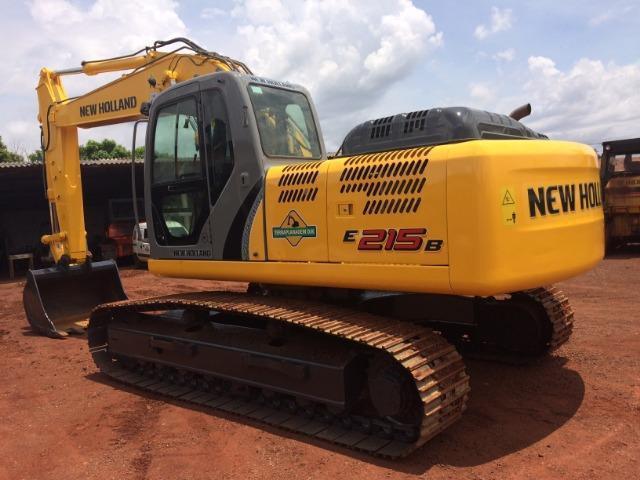 Escavadeira hidráulica New Holland E 215 B