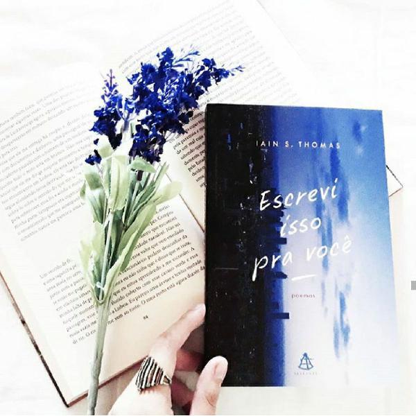 """Livro """"Escrevi isso pra você"""""""