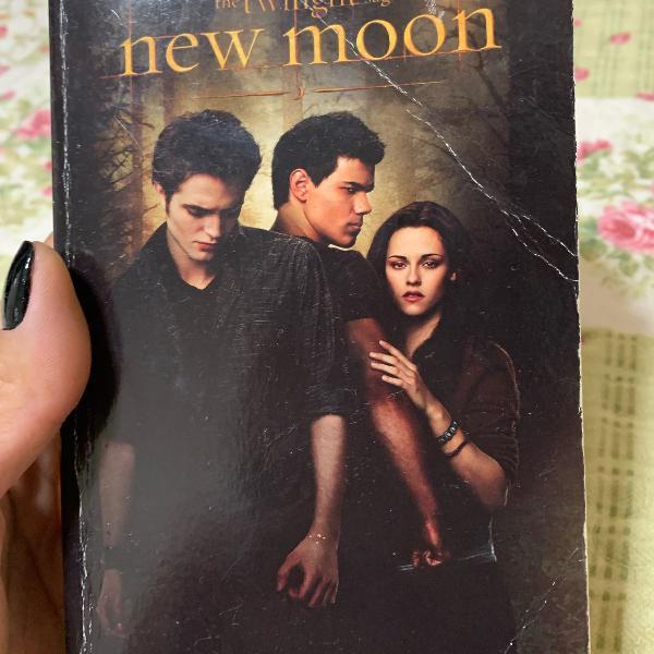 livro da série crepúsculo: lua nova de stephenie meyer em