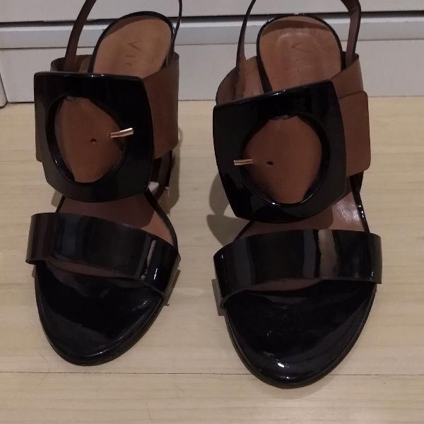 sandália salto grosso verniz Vicenza