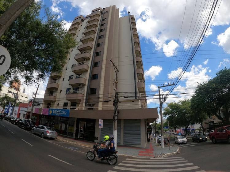 Apartamento semimobiliado para locação no Centro