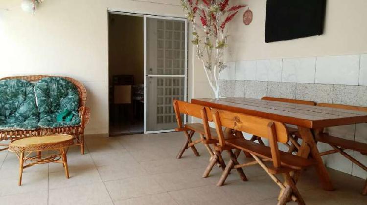 Casa de condomínio para venda possui 131 metros quadrados
