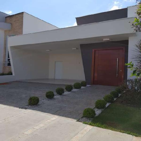 Casa de condomínio para venda possui 166 metros quadrados