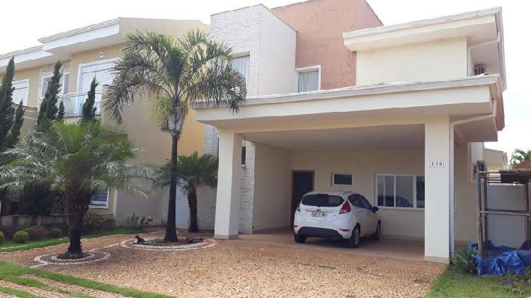 Casa de condomínio para venda possui 210 metros quadrados