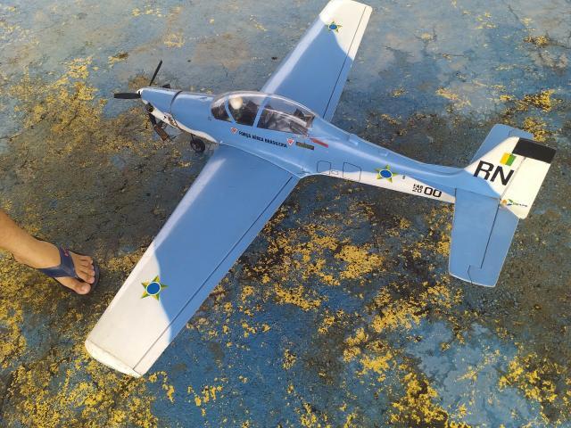 Aeromodelo super tucano a29 juniaer motor 4 tempos saito