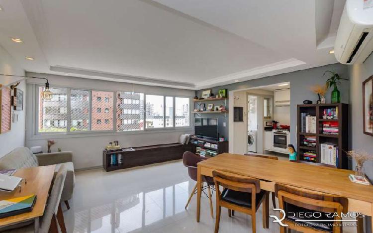 Apartamento em Porto Alegre, bairro Bela Vista, 2