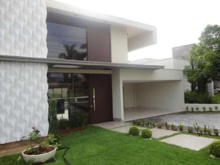 Casa de condomínio para venda possui 206 metros quadrados