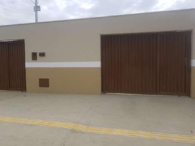 Casa para venda possui 80 metros quadrados com 2 quartos em